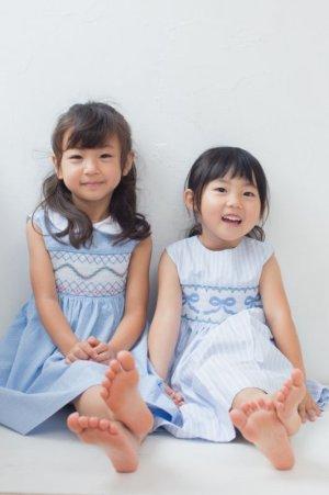 画像2: リボン刺繍の1年中使えるスモッキングワンピース(オックスフォード) 2歳〜8歳