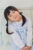 画像1: リボン刺繍の1年中使えるスモッキングワンピース(オックスフォード)<br>2歳〜8歳 (1)