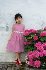 【JiJiオリジナル】 チェリー刺繍の スモッキングワンピース (サッカーレッドチェック) 2歳-8歳