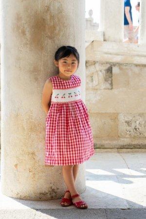 画像2: 【JiJiオリジナル】 チェリー刺繍のスモッキングラップワンピース (レッドチェック) 2歳-8歳