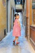 画像3: 【JiJiオリジナル】<br>チェリー刺繍のスモッキングラップワンピース (レッドチェック) 2歳-8歳 (3)