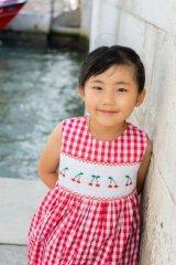 【JiJiオリジナル】 チェリー刺繍のスモッキングラップワンピース (レッドチェック) 2歳-8歳