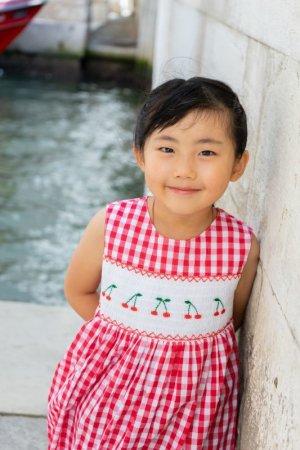 画像1: 【JiJiオリジナル】 チェリー刺繍のスモッキングラップワンピース (レッドチェック) 2歳-8歳