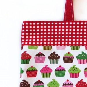 画像2: レッスンバッグ(基本サイズ) レッドチェックカップケーキプリント 通園バッグ・絵本バッグ・手提げ袋