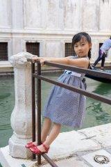 【JiJiオリジナル】 テリア刺繍の スモッキングワンピース (サッカーブラックチェック) 2歳-8歳