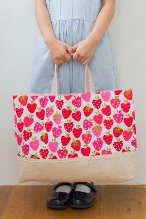 画像1: ハンドメイド一点ものの絵本バッグ(基本サイズ)イチゴ柄 お手提げに最適です☆