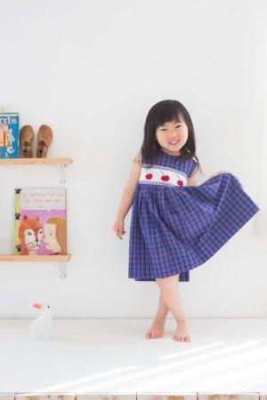 画像2: サイズ調節可能なスモッキングワンピース(さくらんぼ) 4歳105cm